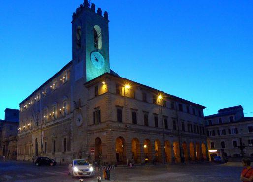 Osimo - La duecentesca Torre Civica