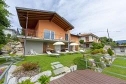 De villa, terras en tuin