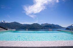 187Zwembad met uitzicht op het Comomeer