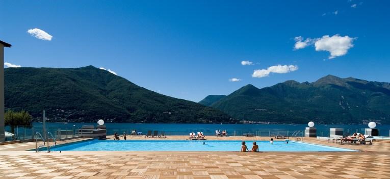 Residence met zwembad en kinderbad direct aan het Lago Maggiore