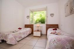 Slaapkamer 2 met twee 1-persoonsbedden