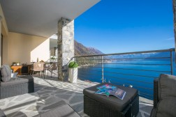 2675Prive-terras met prachtig uitzicht op het Comomeer