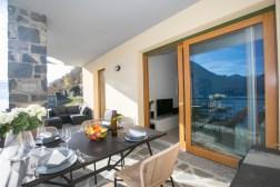 2675-13Prive-terras met prachtig uitzicht op het Comomeer