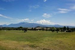 Het huisje ligt op een rustig park van de golfclub van Soiano del Lago