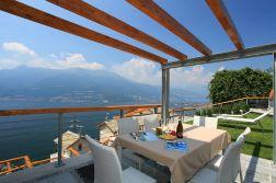 Prive-terras met fantastisch uitzicht op het Comomeer