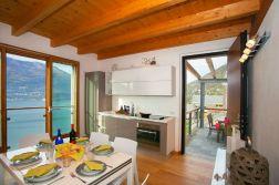 Eetkamer met uitzicht op het Comomeer