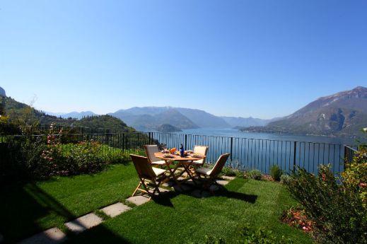 comoPrive-tuin met prachtig uitzicht op het comomeer