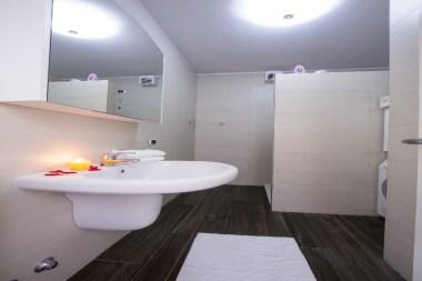 Appartement Dalia 2 | Badkamer met douche
