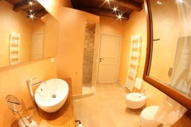 Badkamer 1 met douche