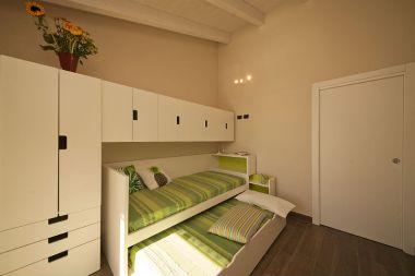 Slaapkamer met twee 1-persoonsbedden met pull-out systeem