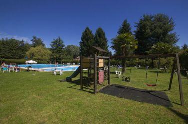 Speeltuin bij het zwembad