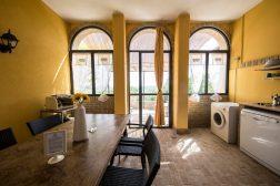Appartement Lavanda | Woonkeuken met deuren naar het terras