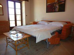 Slaap/zitkamer met slaapbank voor 2 personen