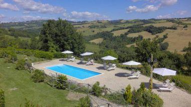 Het zwembad bij de villa