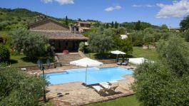 Het zwembad in de borgo