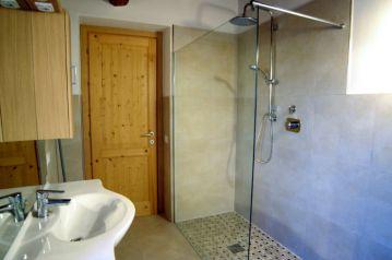 Badkamer met douche (appartement bovenverdieping)