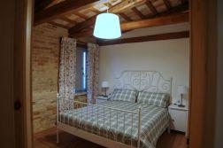 Slaapkamer met 2-persoonsbed (appartement bovenverdieping)