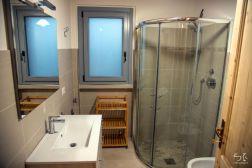 Badkamer met douche (appartement benedenverdieping)