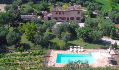 De villa met omheidn prive-zwembad