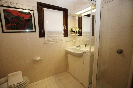 Badkamer 2 met douche