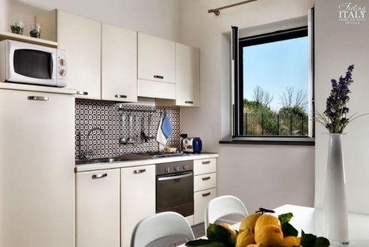 campWoonkamer met volledig uitgeruste keuken