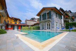 Het huis met direct ervoor het zwembad