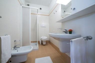 Appartement Orchidea 1 | Badkamer met douche