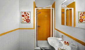 Appartement Figaro | Badkamer 1 met douche
