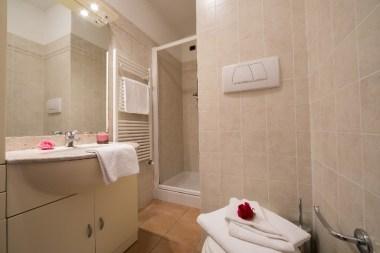 Appartement Orchidea 3| Badkamer met douche