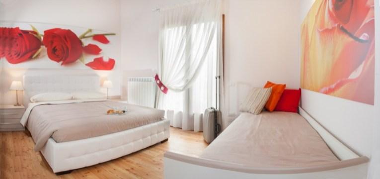 Slaapkamer 1 met 2-persoonsbed+ 1-persoonsbed