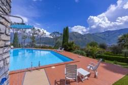 Zwembad en uitzicht op het Comomeer