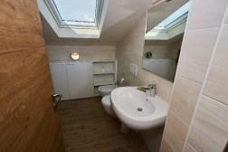Badkamer bovenverdieping met douche