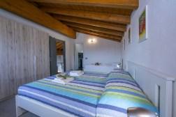 Slaapkamer met 2-persoonsbed + 1-persoonsbed