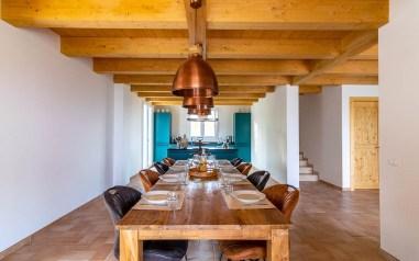 Eetkamer en open keuken huis 1