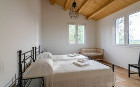 Slaapkamer met twee 1-persoonsbedden huis 1