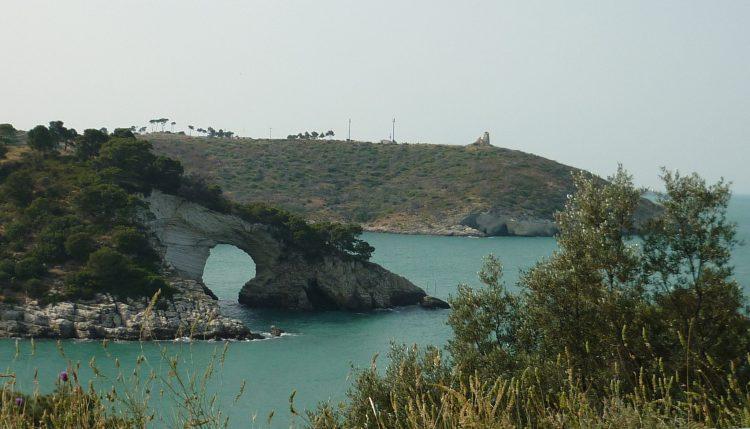 italiainpiega-pieghe meravigliose-itinerari-moto-sud-italia-gargano-arco degli innamorati