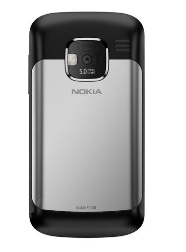 Nokia E5 002 Nokia E5: Nuovo terminale che permette laccesso alla messaggistica e ai social network a soli 249 Euro