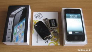 %name Apple iPhone 4: Piccola galleria di foto dellunboxing