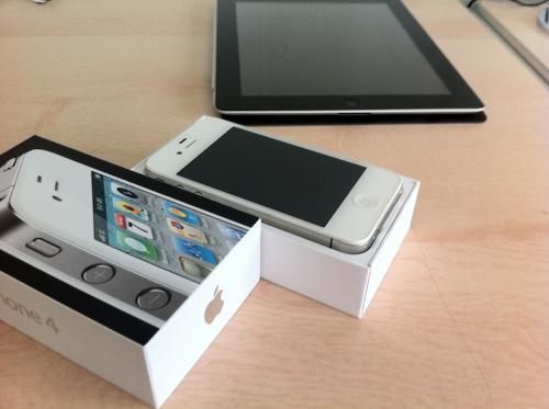 130625 white iphone 4 be sold 2 500 Arrivano le prime immagini dellunboxing delliPhone 4 bianco