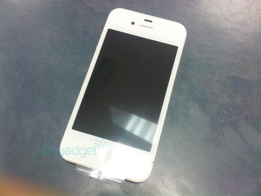 apple white iphone 4 vodafone1 530x397 LiPhone 4 bianco sta per arrivare, mostrate le prime immagini reali