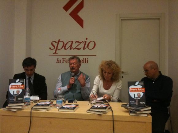 hoepli Presentazione del libro Steve Jobs, luomo che ha inventato il futuro Italiamac cera