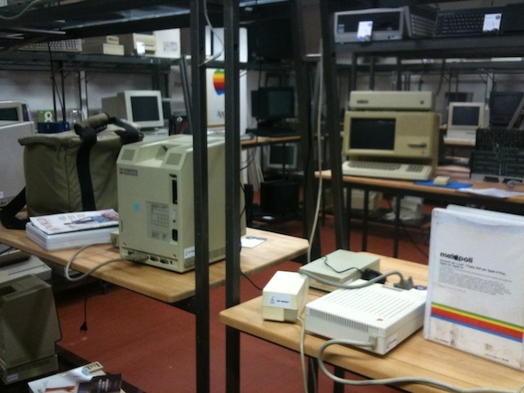 smontaggio1 800 All About Apple: il museo informatico ligure dedicato ad Apple cambia sede