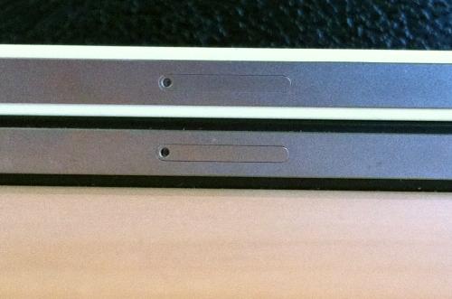 tumblr lkdqlhuMBj1qa45ly LiPhone 4 bianco sembrerebbe essere più spesso del modello nero