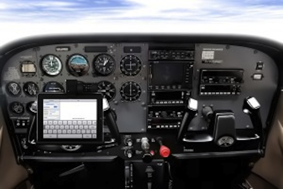 AA1 Alaska Airlines sostituirà i manuali cartacei con liPad