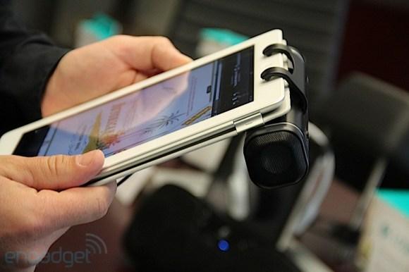 img7187 580x386 Logitech lancia Clip On! I nuovi speaker per iPad