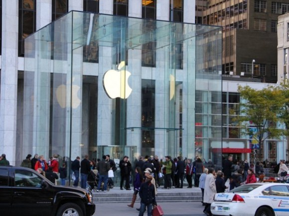 apple store fifth avenue NY new look 1 580x434 Nuovi Apple Store totalmente trasparenti.