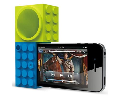 verde azul3 Ozaki, il dock amplificatore di gomma per iPhone 4 e 4S