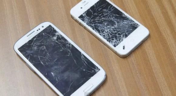 iphone 4s vs samsung galaxy s3 580x319 Crash Test tra iPhone 4S e Samsung Galaxy S3, chi la spunta?