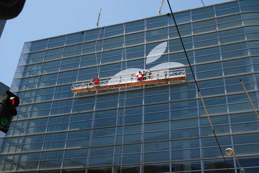 wwdc12 apple building WWDC, affisso il logo Apple allesterno del Moscone Center