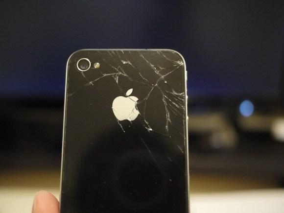 iphone4rotto 580x435 Apple innocente nella class action contro il vetro troppo fragile delliPhone 4